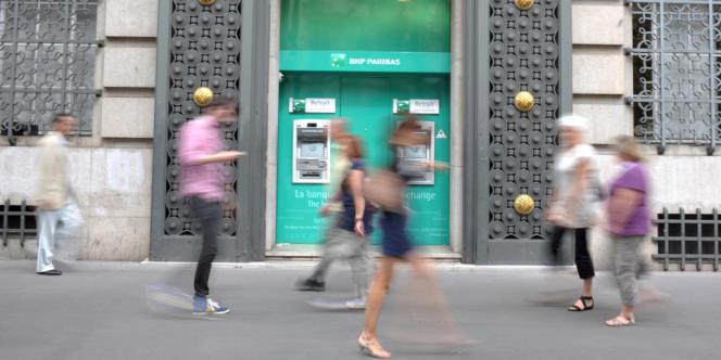 Dans les rues de Paris, en août 2011.