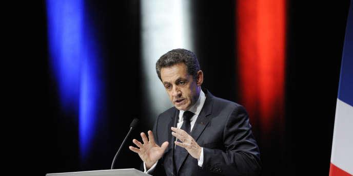 Nicolas Sarkozy en meeting à Toulon, le 1er décembre 2011.