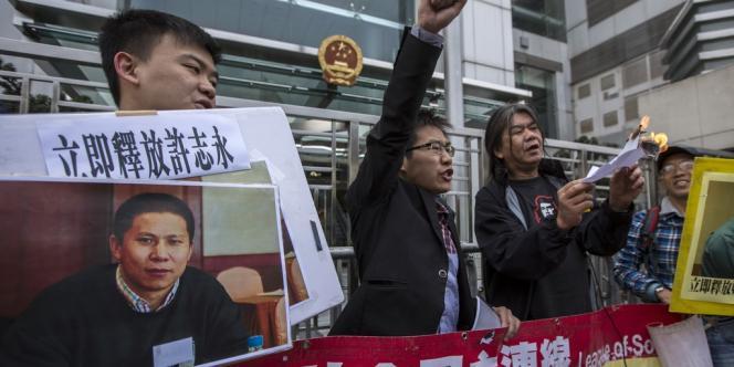 Des militants des droits de l'homme manifestent pour la libération de Xu Zhiyong, le 27 janvier à Hongkong.