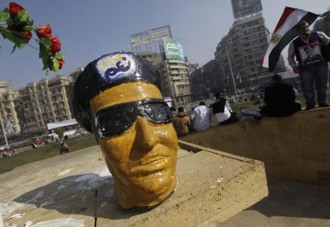Une figurine représentant le maréchal Sissi, le 25 janvier au Caire.