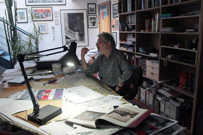 Jacques Tardi, dans son atelier, en 2008.