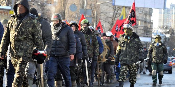 Des membres du groupe d'extrême-droite Pravyi Sektor sur Maïdan, en janvier à Kiev.