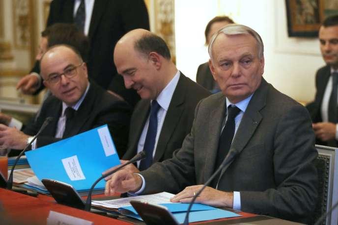 Bernard Cazeneuve, Pierre Moscovici et Jean-Marc Ayrault (de gauche à droite) lors des  Assises de la fiscalité des entreprises, le 29 janvier.
