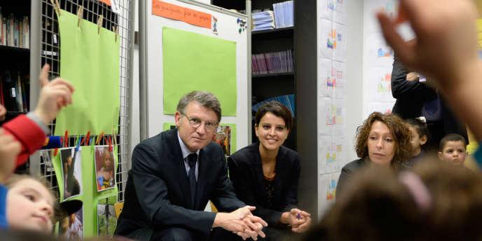 Le ministre de l'éducation Vincent Peillon et la ministre des droits des femmes Najat Vallaud-Belkacem dans une école maternelle, le 13 janvier.