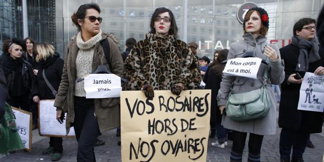 Manifestation pour défendre le droit à l'avortement le 19 janvier à Paris.