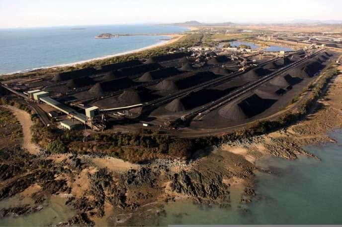 Stockage de charbon au port de Hay Point, dans l'Etat australien du Queensland, en août 2009.