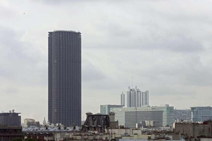 Les travaux de désamiantage du célèbre édifice parisien, où travaillent quelque 5.000 personnes, ont démarré il y a sept ans et déjà coûté quelque 250 millions d'euros aux 283 copropriétaires.