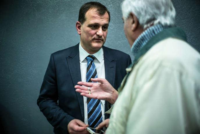 Louis Aliot, candidat du FN pour les municipales à Perpignan, est allé à la rencontre des pieds-noirs, le 22 janvier.