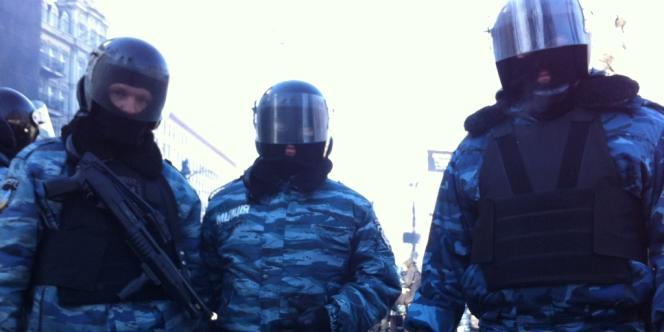 Des membres des Berkout, l'unité d'élite du ministère de l'intérieur, à Kiev.