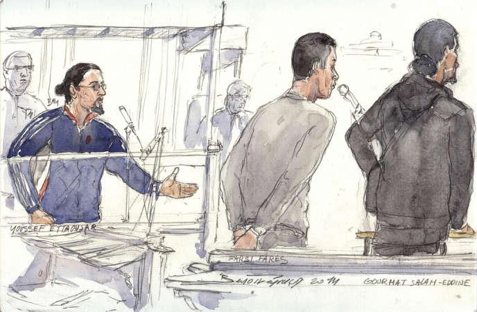 Youssef Ettaoujar, Fares Farsi et Salah-Eddine Gourmat (de gauche à droite) lors de leur procès le 20 janvier au tribunal correctionnel de Paris.