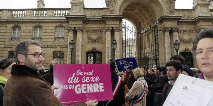 Manifestation contre le mariage pour tous devant le palais de l'Elysée, en 2013.