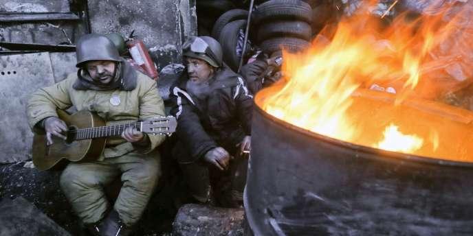 Des manifestants occupant Maïdan, à Kiev, le 31 janvier.