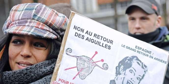 Manifestante à Pairs le 1er février.