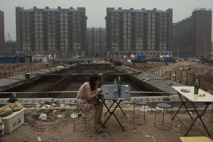 Aux abords d'un site en construction d'« Apple City », en périphérie de Zhengzhou.