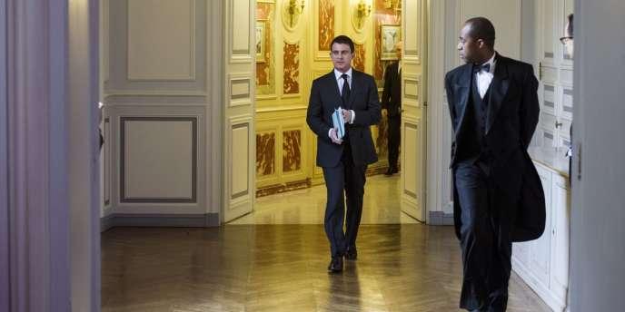 Selon Manuel Valls, « l'idée selon laquelle le gouvernement aurait un comportement contre les familles n'a pas de sens ».