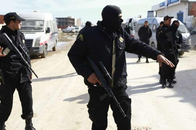 Des forces de l'ordre tunisiennes, en février2014.