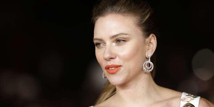 L'actrice Scarlett Johansson s'est agacée de l'incompétence des Parisiens pour marcher dans la rue.