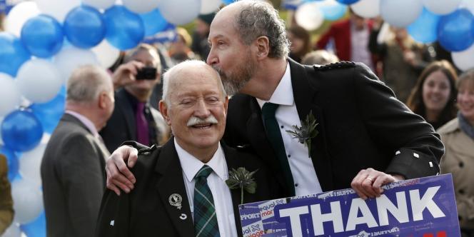 Un mariage symbolique célébré devant le parlement écossais, le 4 février.