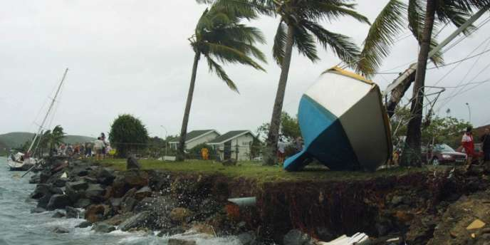 Après le passage du cyclone Erica, quai Jules-Ferry à Nouméa, en mars 2003.