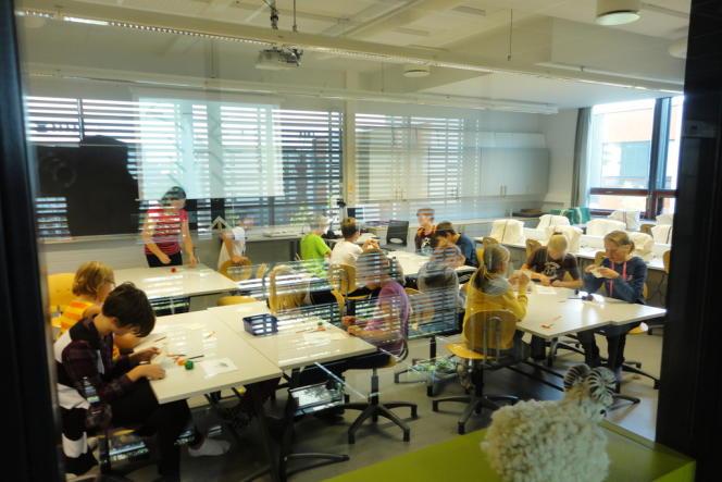 Dans l'établissement Viikki, à Helsinki, des salles spacieuses garantissent épanouissement et bien-être à ses élèves.