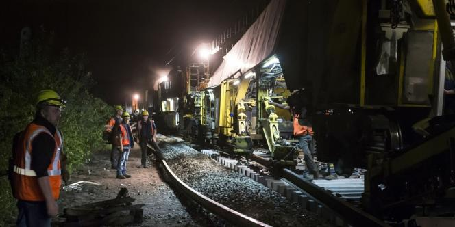 Travaux sur des voies de la SNCF en France.