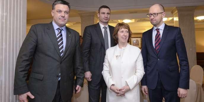 Catherine Ashton avec les leaders de l'opposition ukrainiens, Oleh Tyahnybok, Arseniy Yatsenyouk, Vitali Klitschko, le 4 février à Kiev.