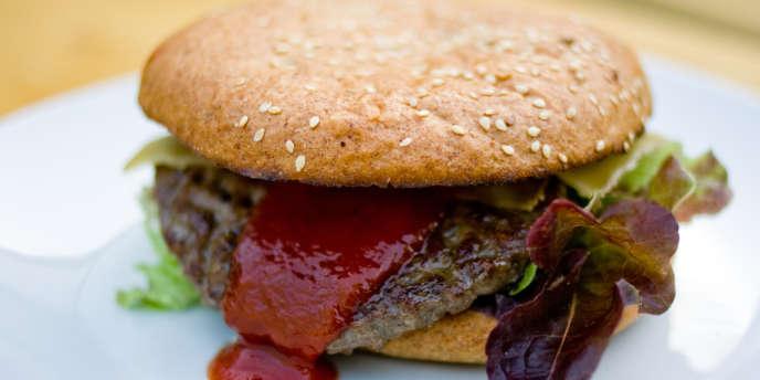 Au pays du jambon-beurre, il se vend un burger pour deux sandwiches. Portrait d'un conquérant controversé.