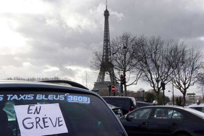 Pendant la manifestation des taxis parisiens le 13 janvier.