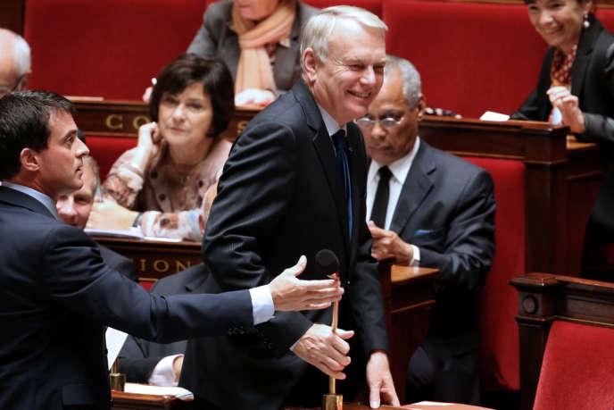 Jean-Marc Ayrault, premier ministre, et Manuel Valls, ministre de l'intérieur, à l'Assemblée nationale, le 23 octobre 2013.