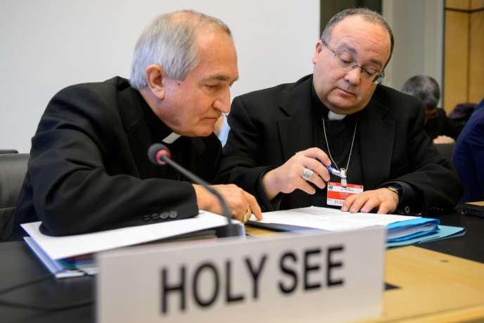 Silvano Tomasi (à gauche), ambassadeur du Vatican à l'ONU, et Charles Scicluna, ex-procureur public du tribunal de la Congrégation pour la doctrine de la foi, le 16 janvier à Genève.