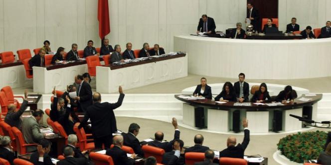 Les membres du parlement turc débattent sur le projet de loi sur le contrôle d'Internet, le 5 février.