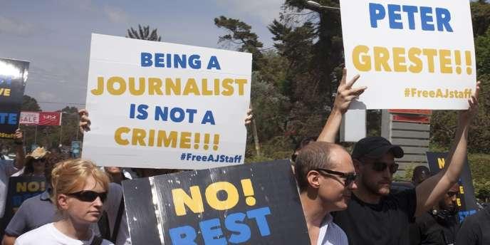 Manifestation de soutien pour les journalistes d'Al-Jazira, le 4 février devant l'ambassade égyptienne de Nairobi, au Kenya.