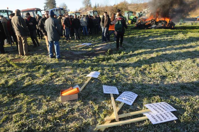 Une manifestation contre les réglementations environnementales, notamment la directive Nitrates, ici dans le Gers, en décembre 2013.