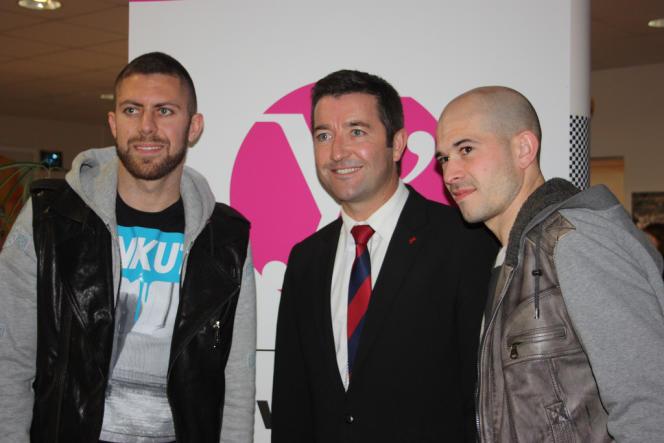 Karl Olive (au centre), avec les footballeurs Jérémy Ménez et Christophe Jallet, en décembre 2013.