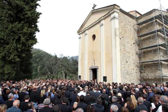 Aux funérailles de Jean-Luc Chiappini, le lundi 29 avril 2013 à Letia, en Corse-du-Sud..