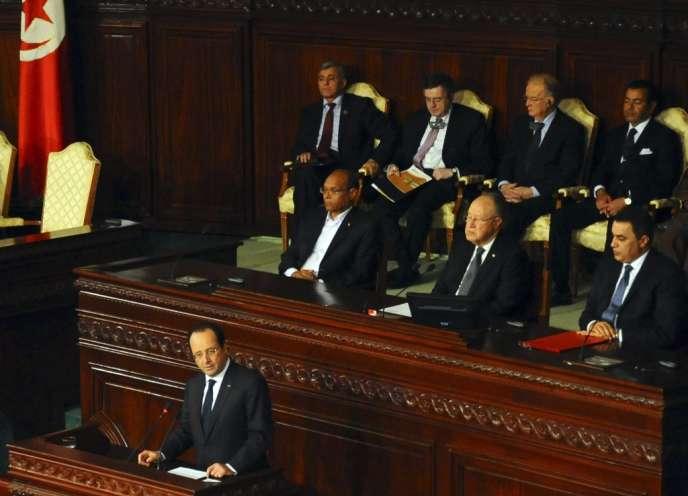 Le président français François Hollande lors de son discours à l'Assemblée, à Tunis, vendredi 7 février 2014, pour célébrer l'adoption de la nouvelle Constitution tunisienne.