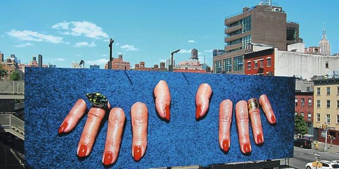 De mai à juillet 2012, le magazine italien investit le panneau Billboard High Line à New York, réservé aux artistes contemporains. Photo: TOILETPAPER magazine