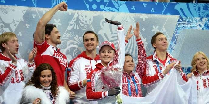 Ioulia Lipnitskaïa et ses compatriotes russes ont remporté l'épreuve de patinage artistique par équipes dimanche à Sotchi.