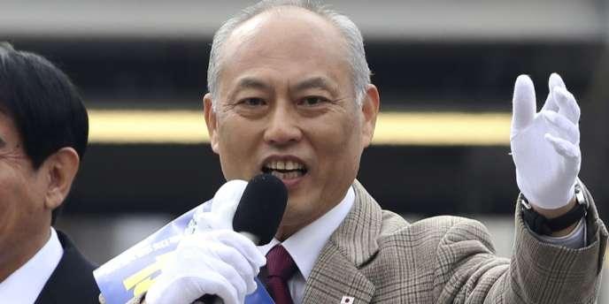 L'ancien ministre de la santé Yoichi Masuzoe, en campagne à Tokyo, le 25 janvier.