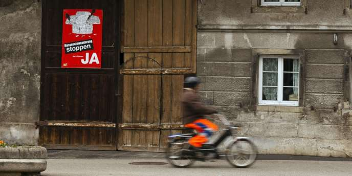 Une affiche appelant au vote pour la limitation de