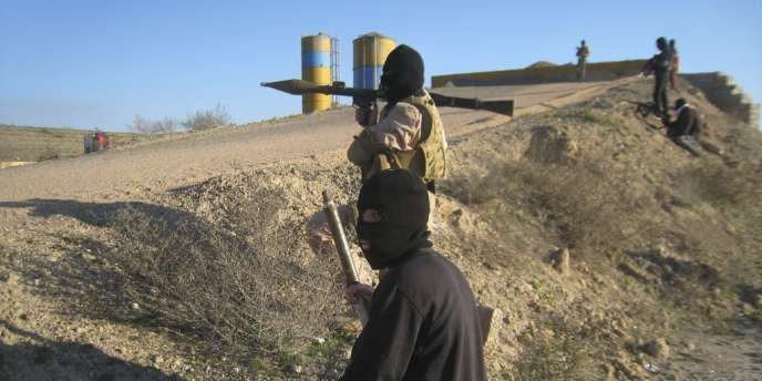 Insurgés irakiens à Fallouja, le 8 février.
