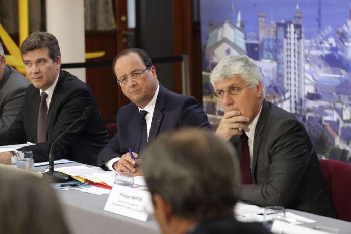 Arnaud Montebourg, François Hollande et Philippe Martin, à Cherbourg, le 30 septembre 2013.