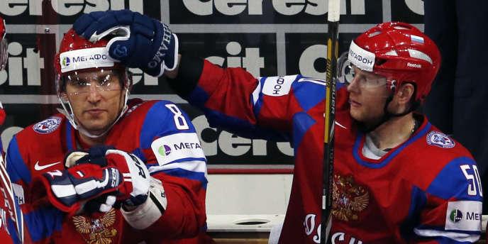 Alexandre Ovetchkine (à gauche) et Sergueï Soin lors des championnats du monde 2013, à Helsinki.