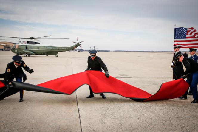Des marines amŽricains sur la base aéŽrienne d'Andrews préparent l'arrivée de François Hollande.