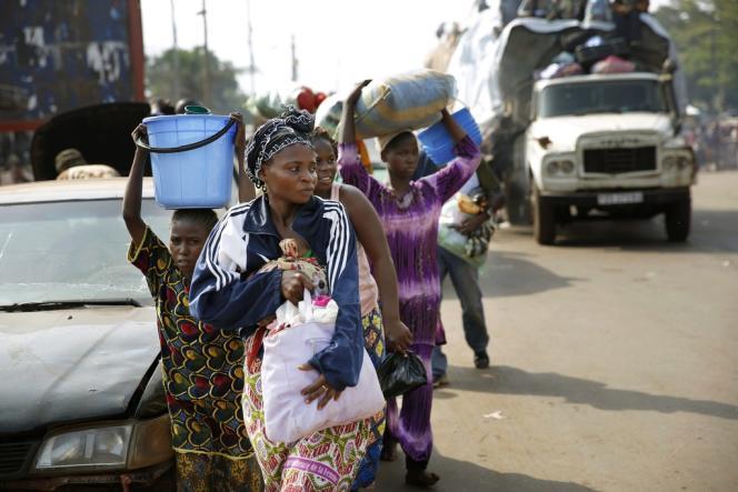 Des musulmans fuient Bangui, au point PK12, le 7 février.