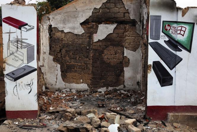 Des magasins du quartier de Miskin, sur la route du PK5, tenus par des musulmans ont été pillés.