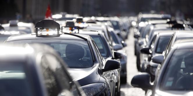 Les taxis ont manifesté lundi 10 février à Paris contre la concurrence des voitures de tourisme avec chauffeur (VTC).