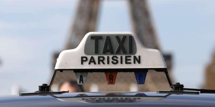 Matignon a annoncé la suspension des immatriculations de nouveaux véhicules avec chauffeur « jusqu'à la fin de la mission du médiateur ».
