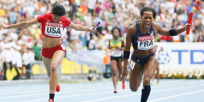 Stella Akakpo (à droite), ici lors des Mondiaux d'athlétisme à Moscou, le 18 août 2013.