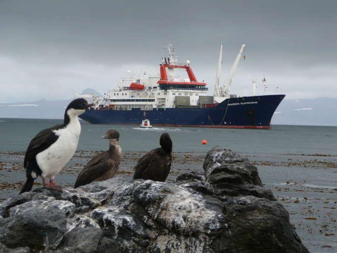 L'espace maritime couvert par le territoire des terres australes et antarctiques françaises (TAAF) atteint 2,5 millions de km2, soit 20% de la totalité de l'espace maritime français. Le Marion-Dufresne au large des Kerguelen (terres australes françaises).